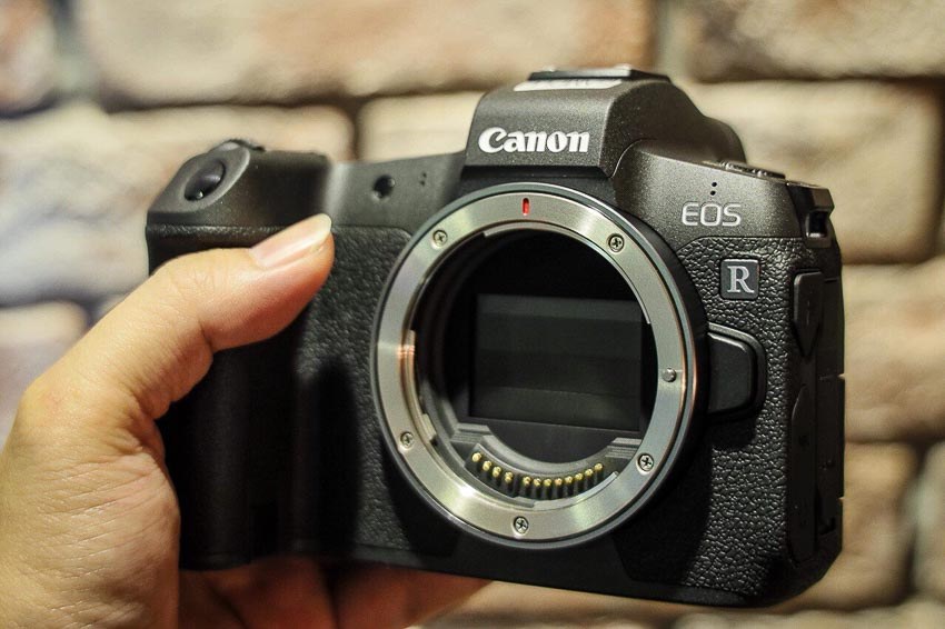 DNP-Canon-cho-ra-mat-the0he-may-anh-va-ong-kinh-EOS-R-Tin-060918-4