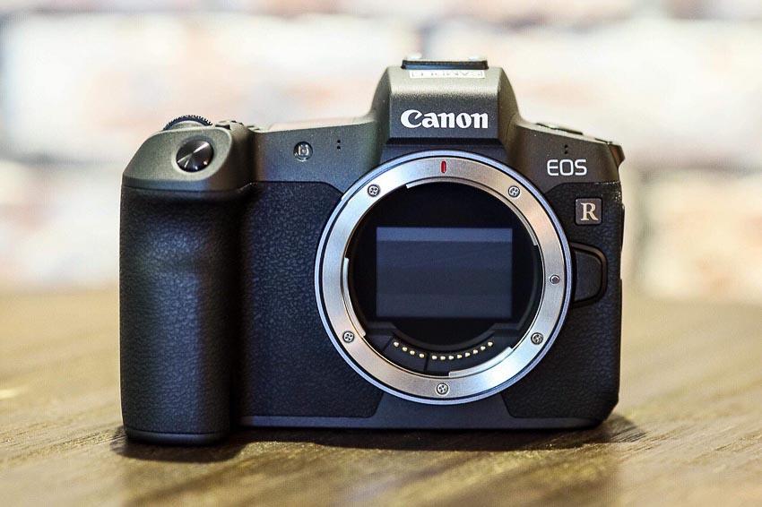 DNP-Canon-cho-ra-mat-the0he-may-anh-va-ong-kinh-EOS-R-Tin-060918-6