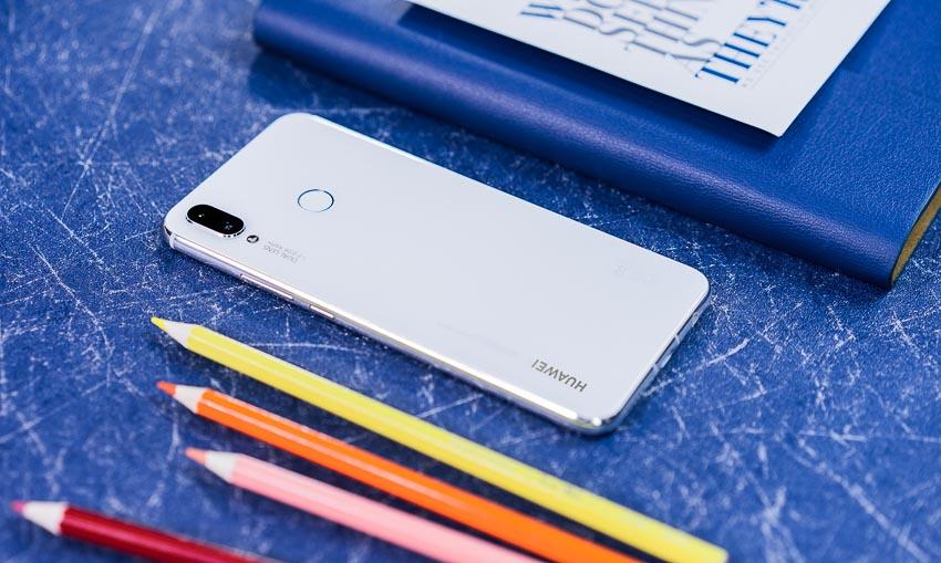 DNP-Huawei-Nova-3i-phien-ban-trang-ngoc-trai-da-co-mat-tai-VN-1