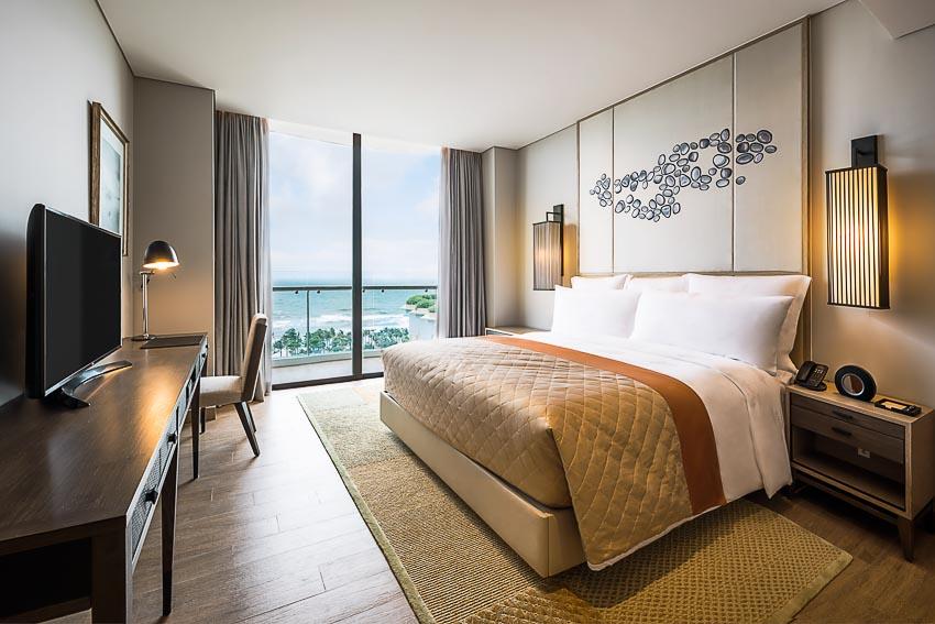 InterContinental-Phu-Quoc-Long-Beach-Resort-don-khach-den-Sky-Tower-4