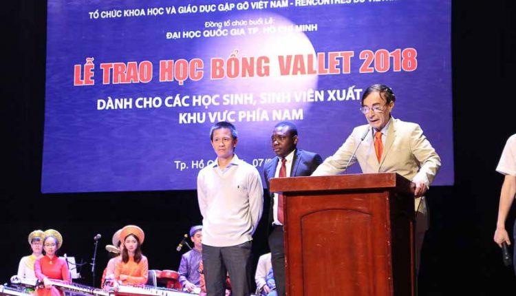 DNP-hoc-bong-Vallet-trao-hon-400-suat-cho-khu-vuc-phia-Nam-Tin-080918-2