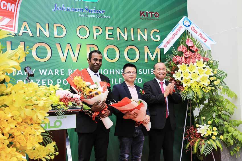 khai-truong-showroom-chuan-quoc-te-dau-tien-1