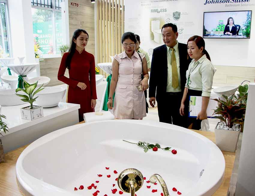 khai-truong-showroom-chuan-quoc-te-dau-tien-3