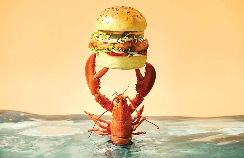 Burger tôm hùm Canada tại Urbane Lounge