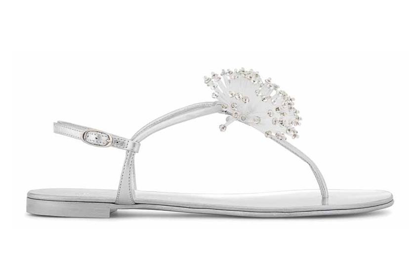 Đôi sandals màu trắng ngọc ngà của Giuseppe Zanotti Design