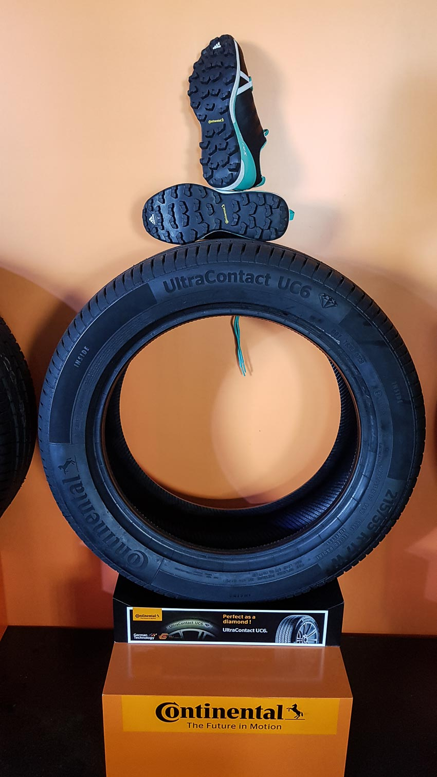 DNP-Continental-Tires-cho-ra-mat-hai-dong-lop-chuyen-dung-the-he-moi-8