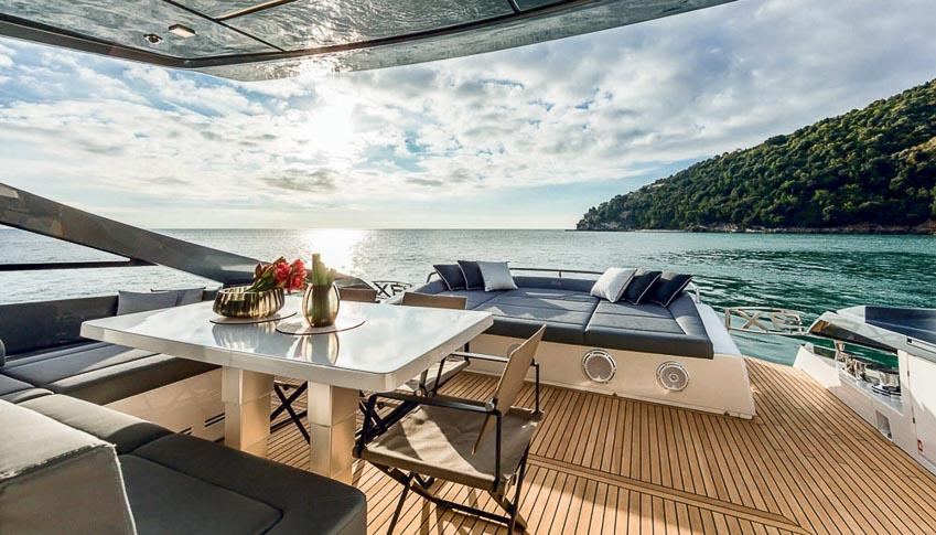 DNP-du-thuyen-cua-Ferretti-Group-chien-thang-an-tuong-tai-Cannes-Yachting-Festival-20