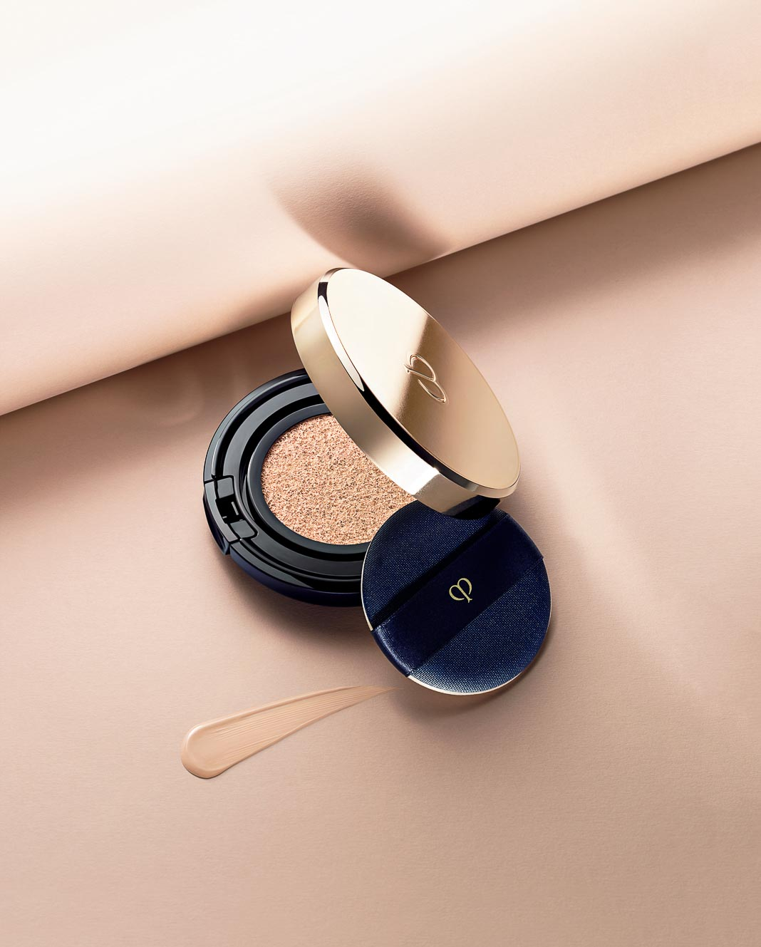Radiant-Cushion-Foundation-cua-Cle-de-Peau-Beaute