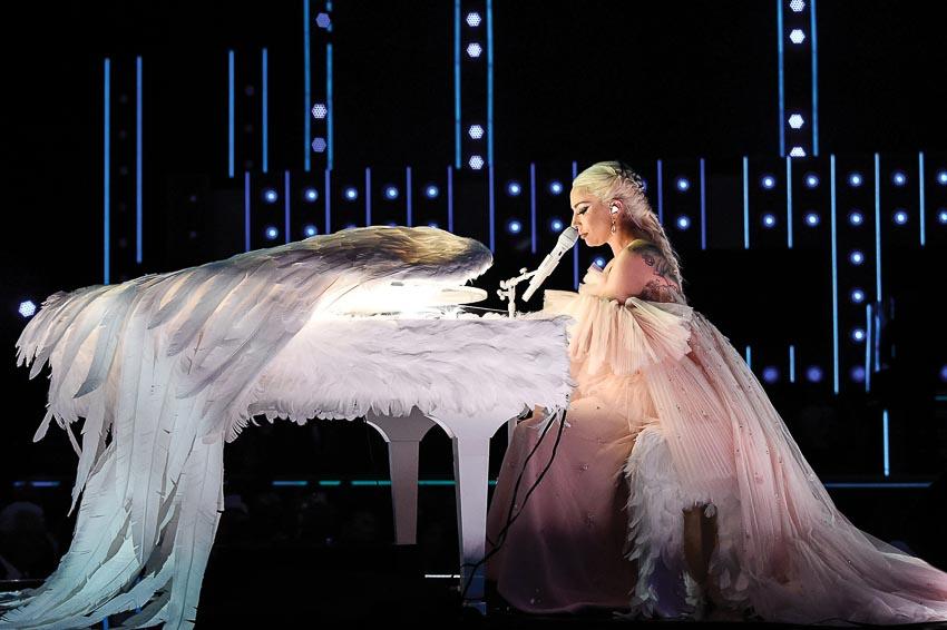 Lady-Gaga-trong-bo-phim-Vi-sao-vut-sang-4