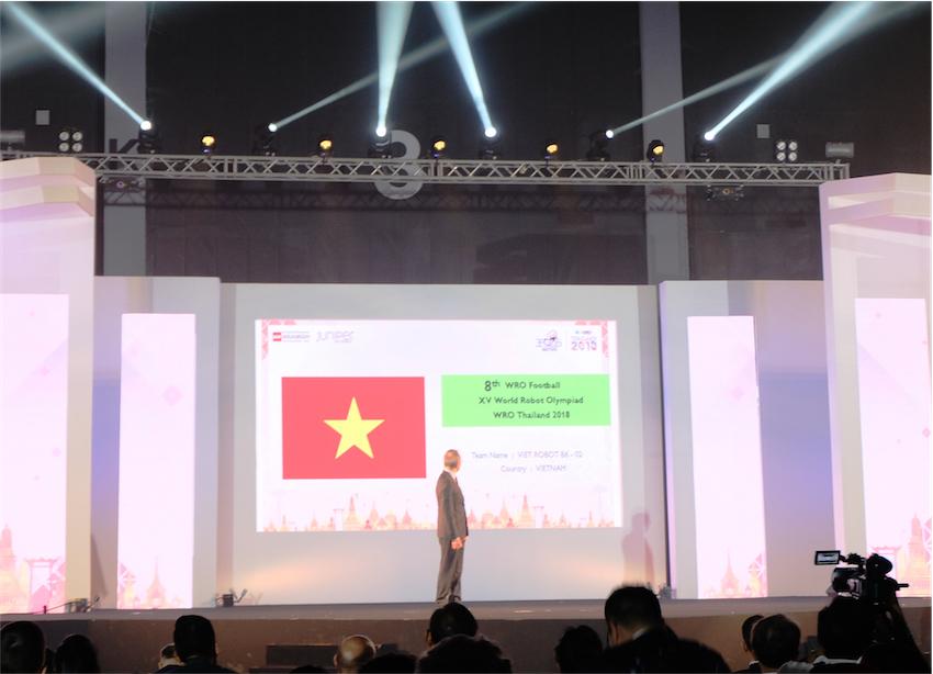 Đội Việt Robot B6 - 02 - giải 8 bảng Bóng Đá.