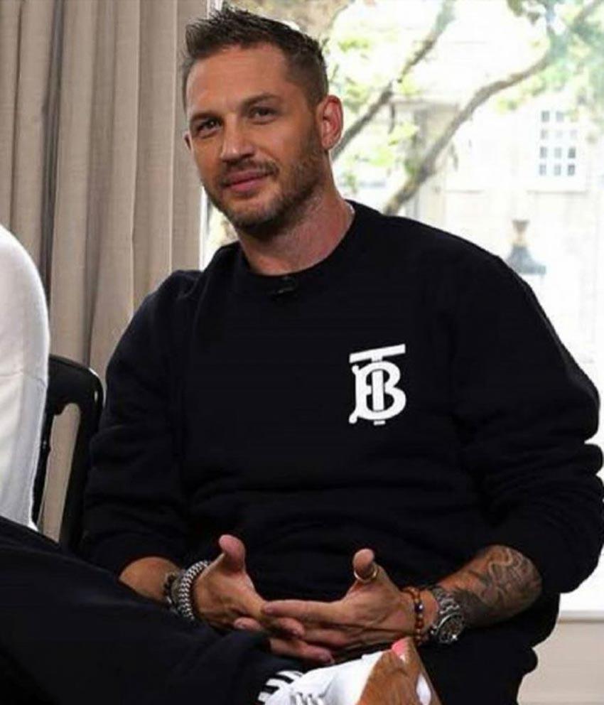 dàn fashionista thế giới theo xu hướng áo thun in logo của Burberry 1