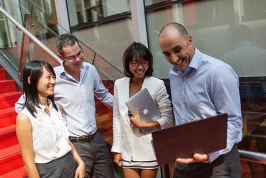 Đối tượng của EMBA là những người đã ở vị trí quản lý cấp trung hoặc cấp cao