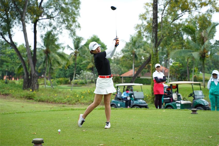 Giải đấu cũng có sự tham gia của các nữ gôn thủ