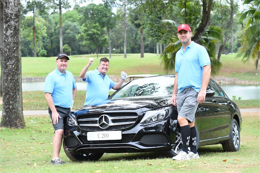 """Nhà tài trợ Mercedes-Benz tài trợ 1 chiếc Mercedes C200 cho giải thưởng """"Hole in One"""" của giải đấu."""