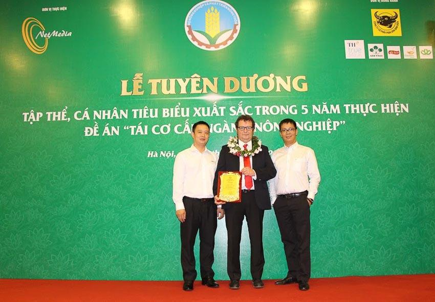 """Neovia Việt Nam nhận danh hiệu """"Doanh nghiệp vì nhà nông"""" 1"""