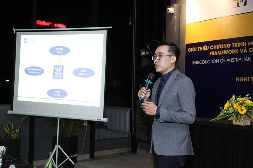 Đại diện SHP - School of Hospitality Professionals giới thiệu về trường và các chương trình đào tạo