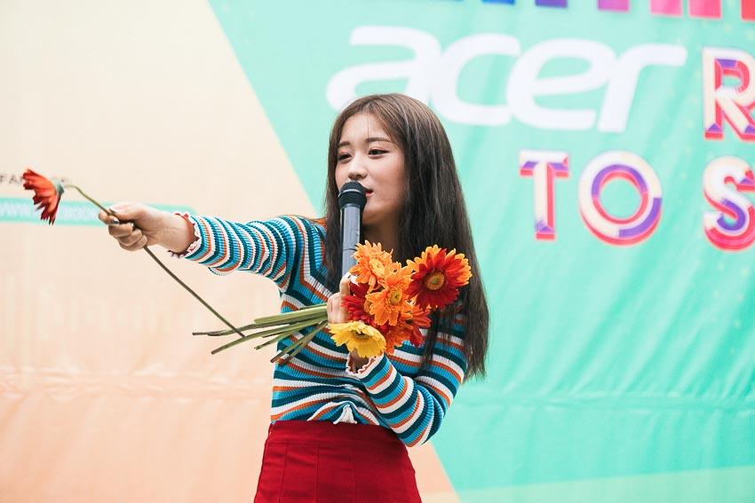 Ca sĩ Han Sara