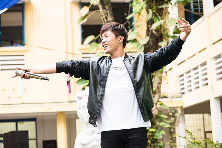 Gin Tuấn Kiệt là một trong những nam ca sĩ được các bạn học sinh yêu thích tại VTM Tour 1