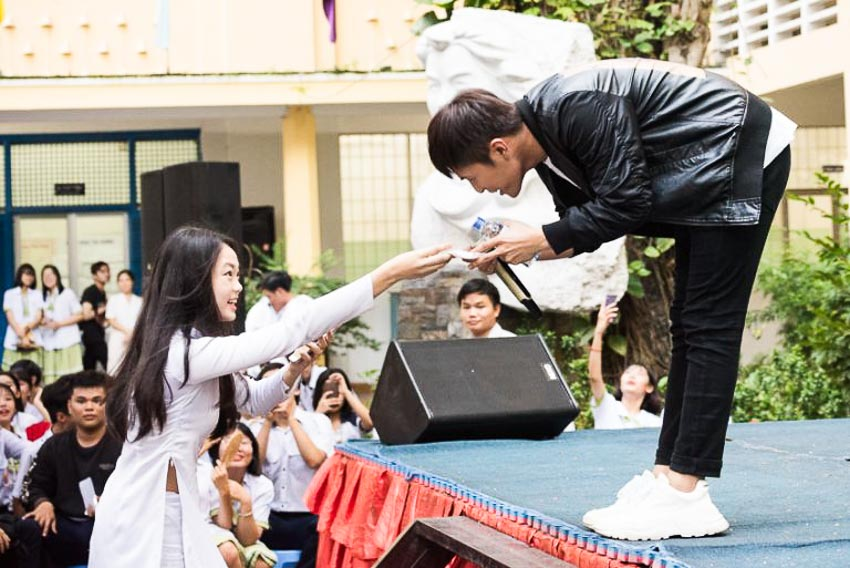 Gin Tuấn Kiệt là một trong những nam ca sĩ được các bạn học sinh yêu thích tại VTM Tour 2