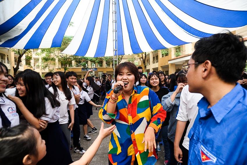 Sự xuất hiện của ca sĩ Phương Anh Idol luôn mang đến màu sắc vui tươi cho chương trình 1