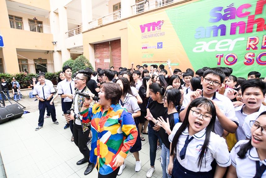 Sự xuất hiện của ca sĩ Phương Anh Idol luôn mang đến màu sắc vui tươi cho chương trình Sự xuất hiện của ca sĩ Phương Anh Idol luôn mang đến màu sắc vui tươi cho chương trình 2