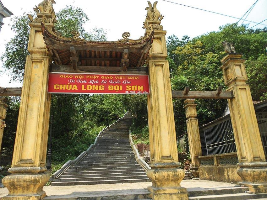 Cổng chùa Long Đọi Sơn