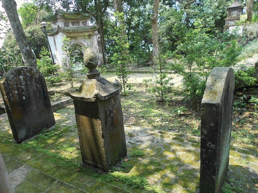 Chùa xưa rêu phong cổ kính