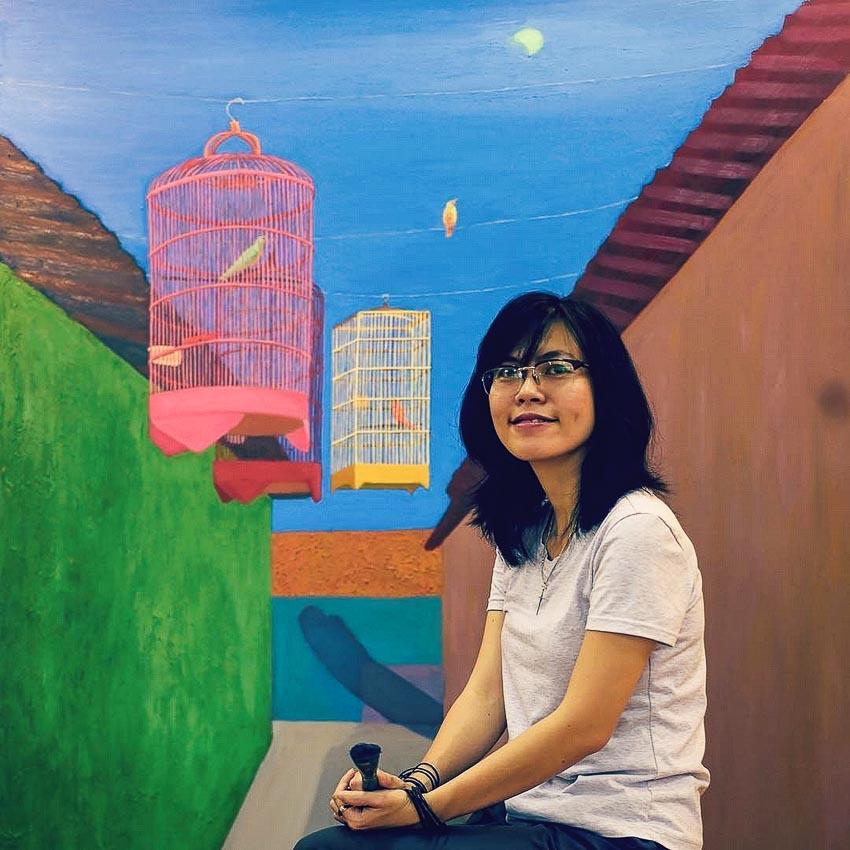 Nguyễn Ngọc Đan bên một bức Dải hẹp của bầu trời