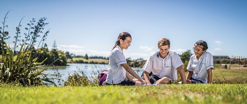 New Zealand đảm bảo việc quan tâm chăm sóc cho tất cả các du học sinh, được bảo chứng bởi Luật Chăm sóc Sinh viên quốc tế