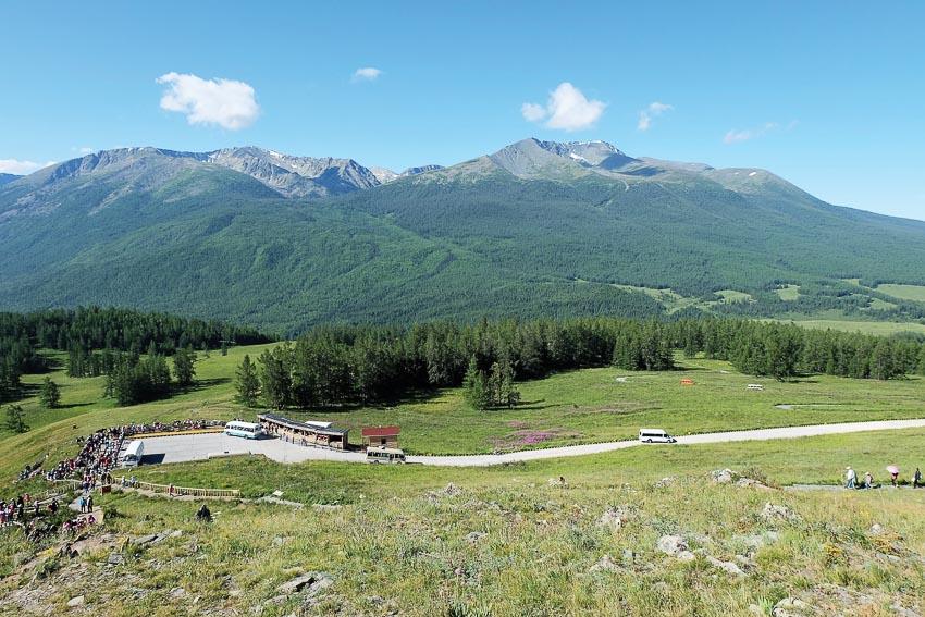 Đường vào khu bảo tồn thiên nhiên Kanas