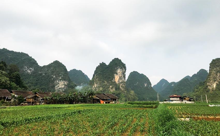 Bản Phja Thắp dưới chân núi Phà Hùng