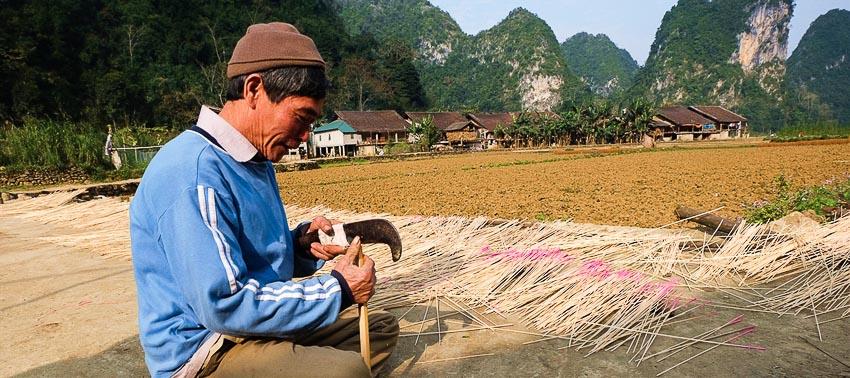 Dân bản vẫn giữ nghề làm hương truyền thống
