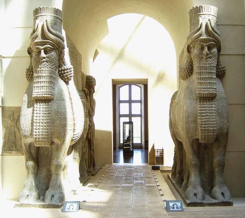 Những cổ vật của triều đại Ashurnasirpal II tại Bảo tàng Louvre ở Paris