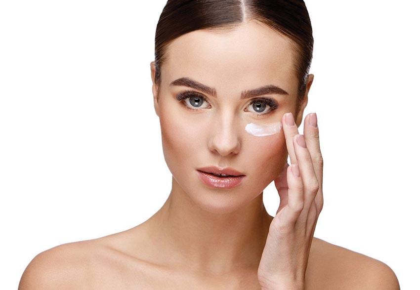 Chăm sóc cho vùng da quanh mắt