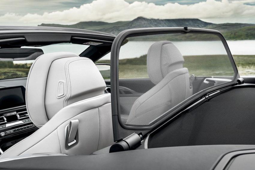BMW-8-Series-Convertible-mui-tran-ra-mat