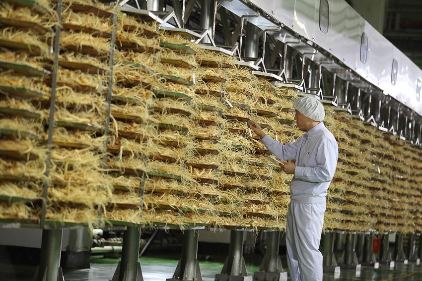 Những củ sâm được sấy và phơi khô tự nhiên theo bí quyết độc quyền của hãng.