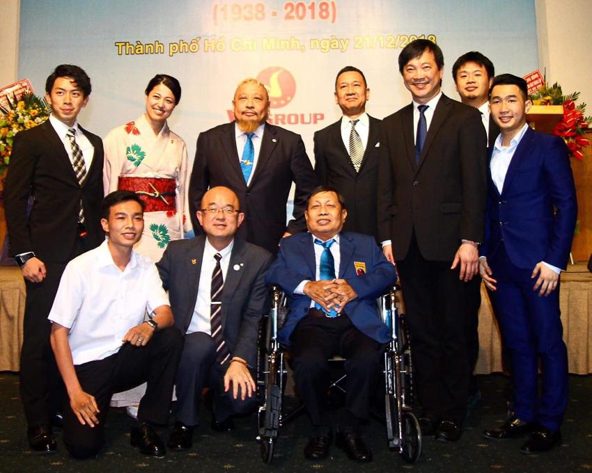 Đoàn đại biểu Vovinam Nhật Bản và quan chức thị trấn Matsuda tại Lễ kỷ niệm 80 năm thành lập môn phái Vovinam Việt Võ Đạo.