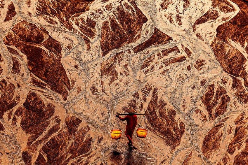 Bức ảnh Phật tử cầu nguyện trong top 70 ảnh đẹp nhất năm của NatGeo 14