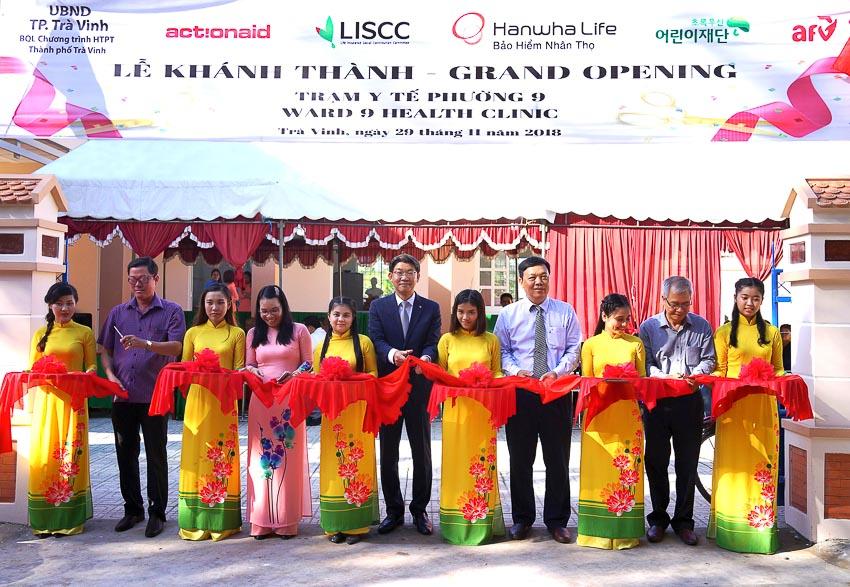 Hanwha Life VN trao tặng Trung tâm y tế cho tỉnh Trà Vinh 2