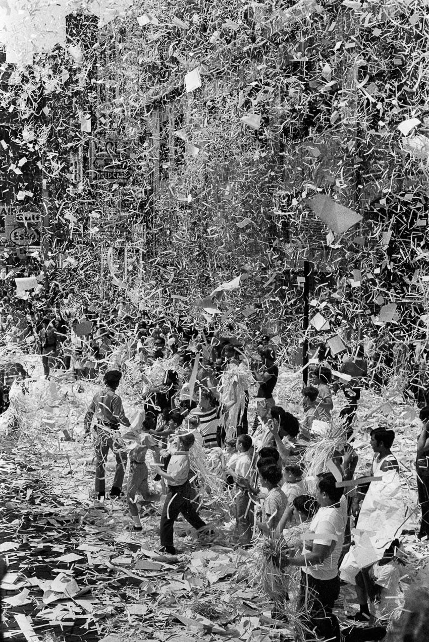 Cuộc diễu hành với băng giấy cổ vũ các nhà du hành vũ trụ tàu Apollo 11, tháng 8-1969