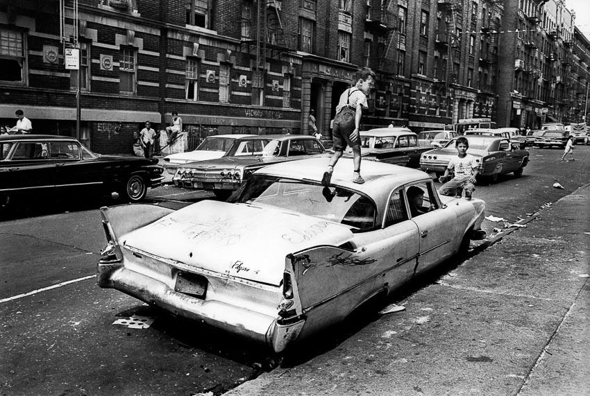 Trẻ em vui chơi ở Bronx, New York, mùa hè 1966