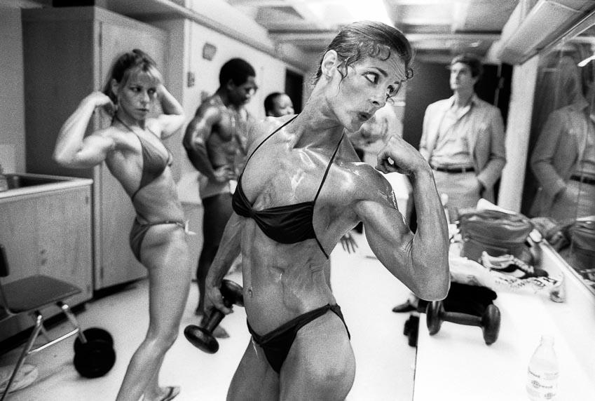 Valerie Mayers khoe bắp tay trong cuộc thi thể hình nữ Empire State, tháng 6-1981