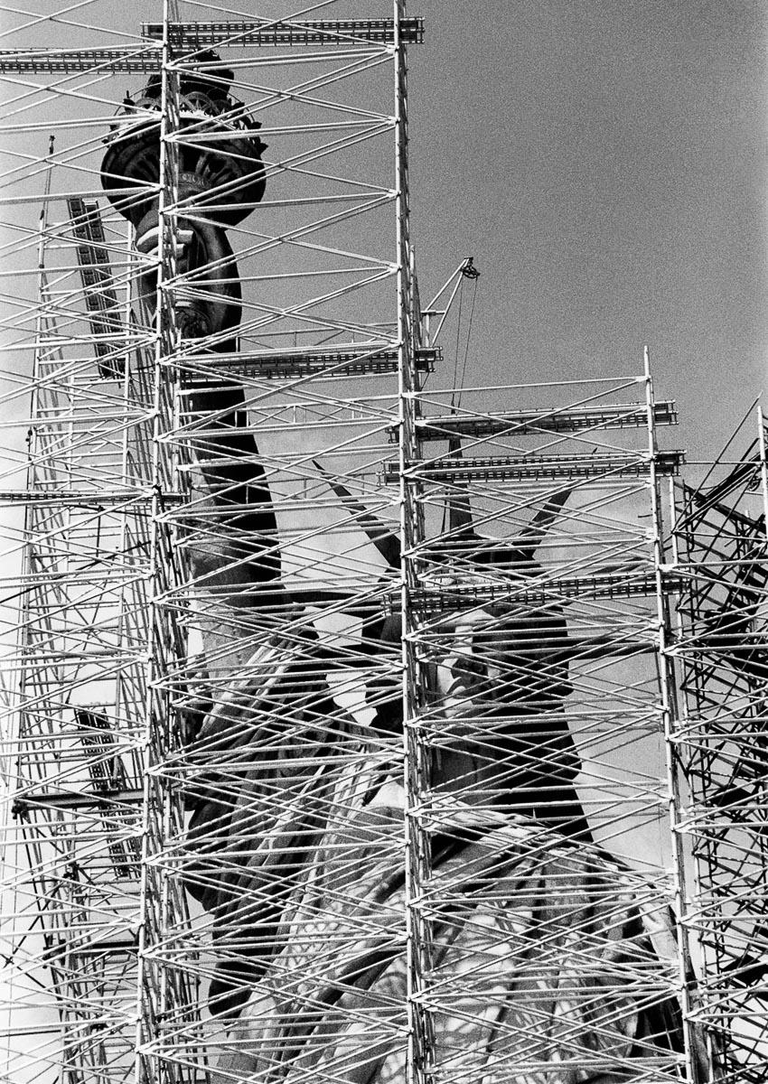 Tượng Nữ Thần Tự Do được sửa lại, tháng 11-1985