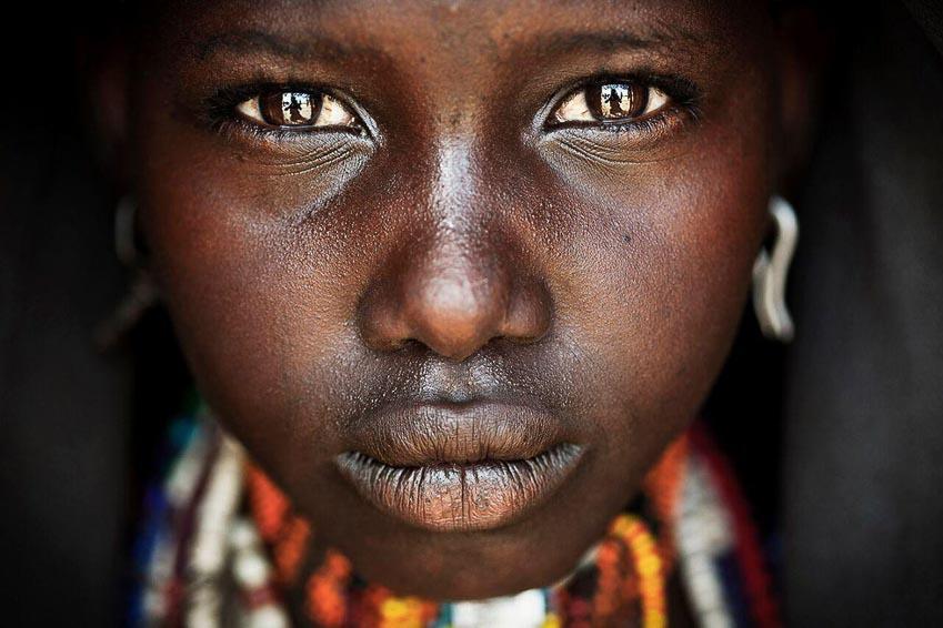 Chân dung cô gái người dân tộc Arbore tại thung lũng Omo, Nam Ethiopia