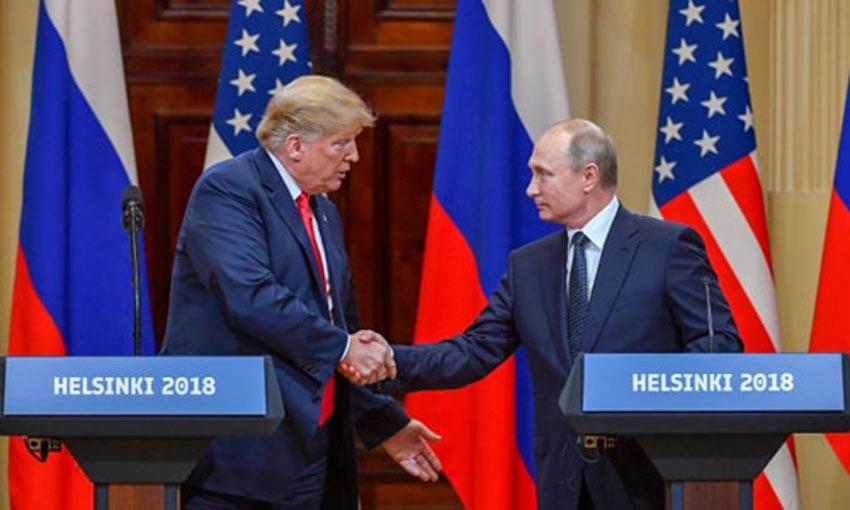 Trump (trái) và Putin gặp nhau tại Phần Lan hồi tháng 7