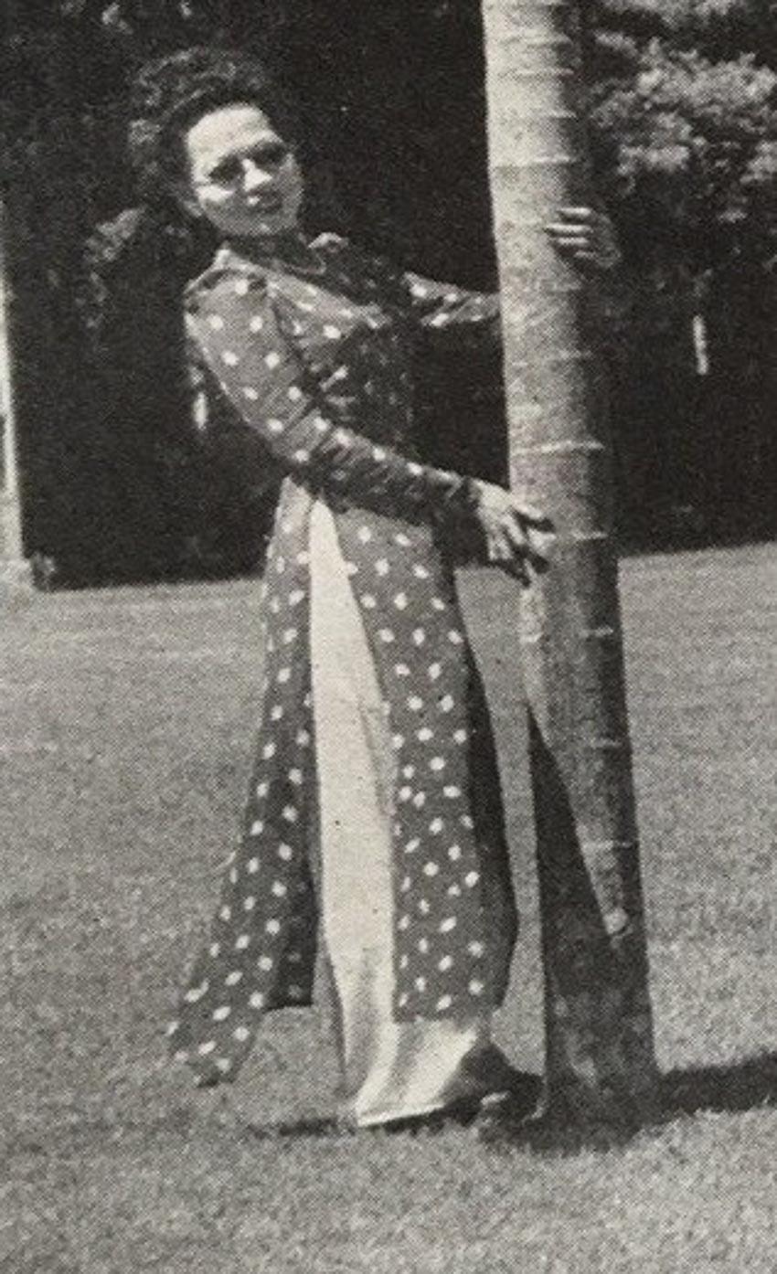Thiếu phụ mặc áo dài Lemur, Sài Gòn 1949