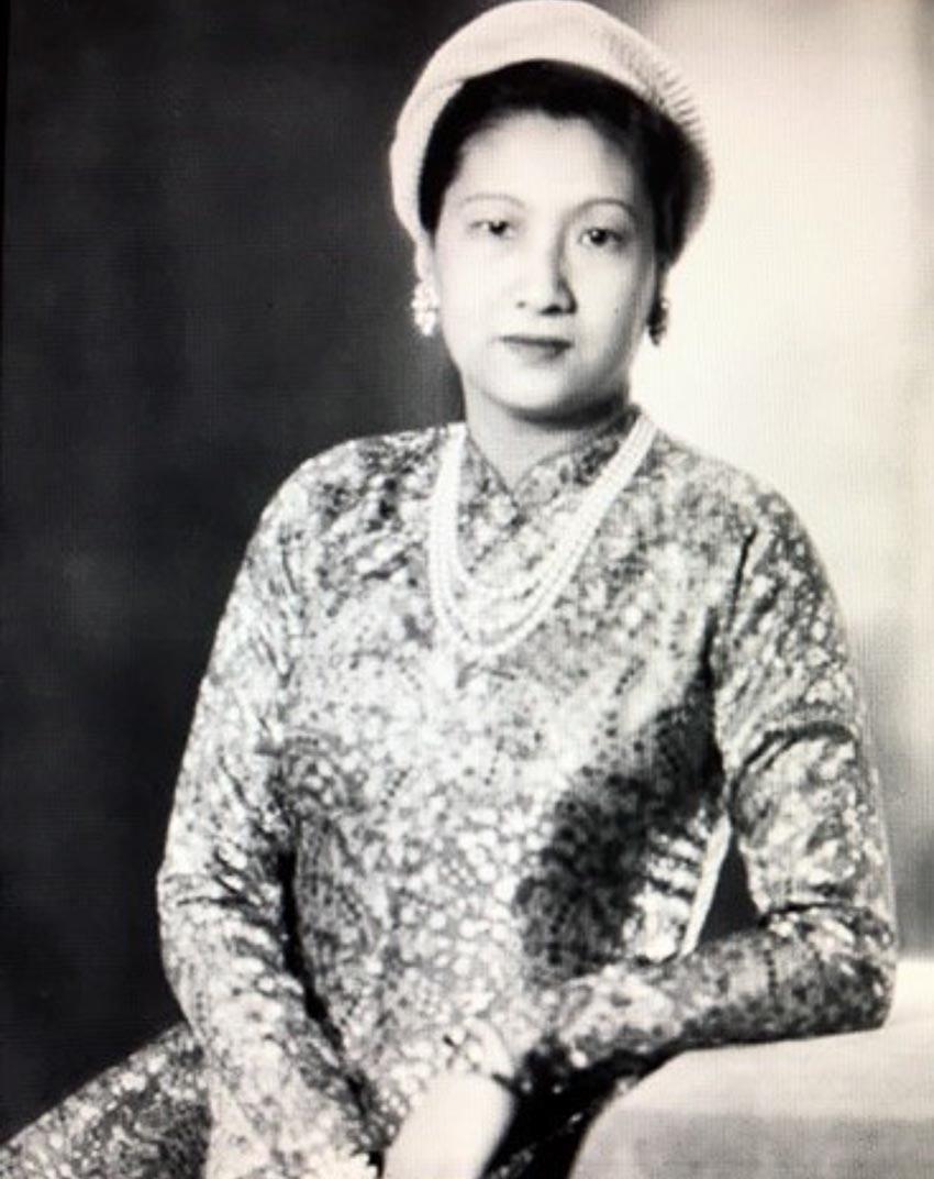Hoàng hậu Nam Phương mặc áo dài Lemur như các phụ nữ tân thời trong nước