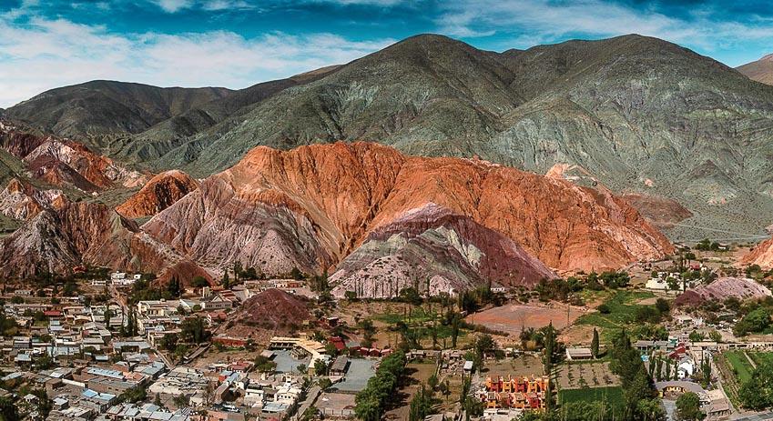 Những dãy núi nhiều sắc màu do biến đổi địa chất