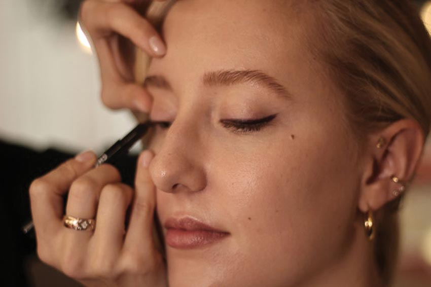 5 cách make-up tone đỏ từ chuyên gia trang điểm Chanel 2