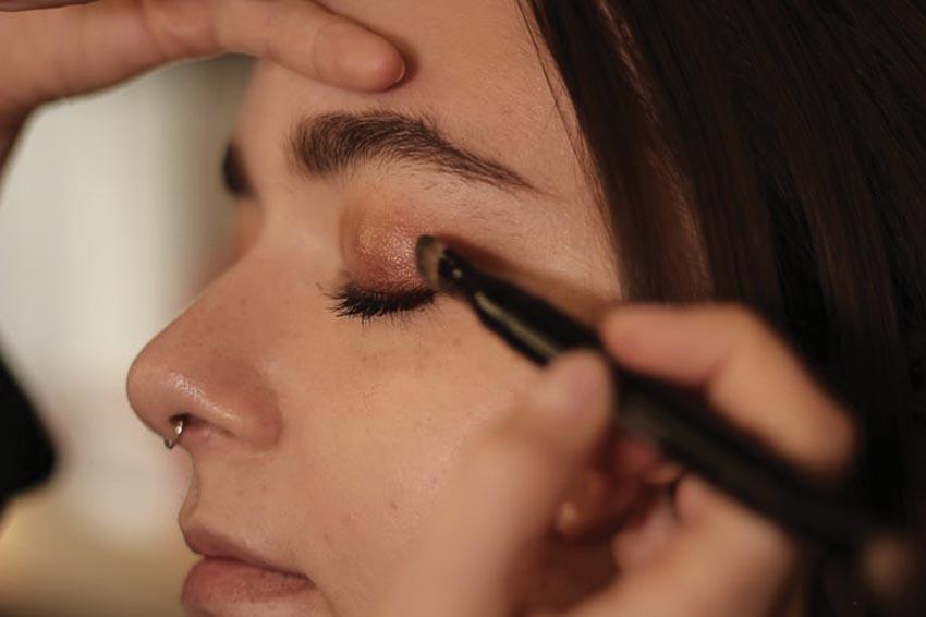 5 cách make-up tone đỏ từ chuyên gia trang điểm Chanel 8